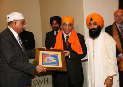 Chairman, GSSWH Board of Trustees, Prithvipal Singh Likhari presenting plaque to  Consul General of India, Sanjiv Arora; GSSWH Bhai Sahib, Bhai Sukhdev Singh looks on